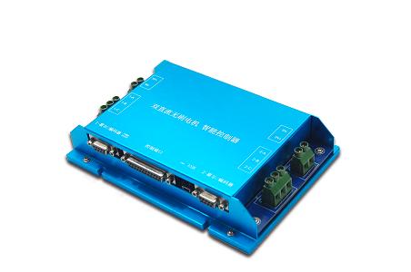 控制器使用电机内部的霍尔信号作为转子位置反馈,配合外部的增量式
